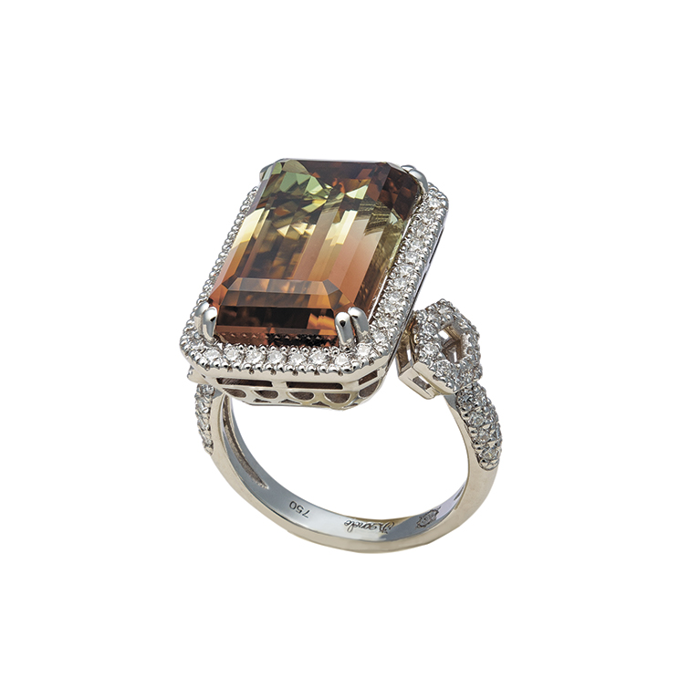 Кольцо из белого золота со вставками из бриллиантов и турмалина